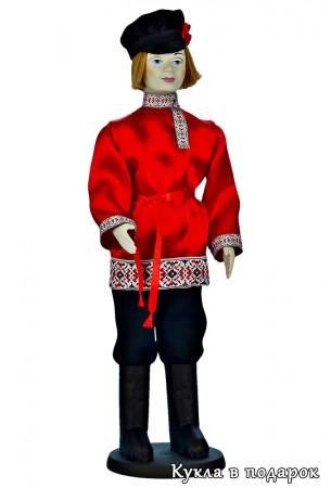 Русский парень кукла в красной рубашке