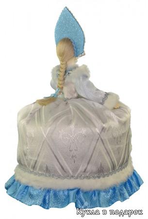 Бело голубая чайная кукла