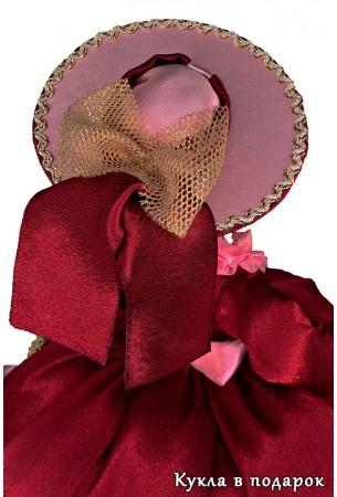 Шикарная шляпка на голове куклы грелки для заварочного чайника