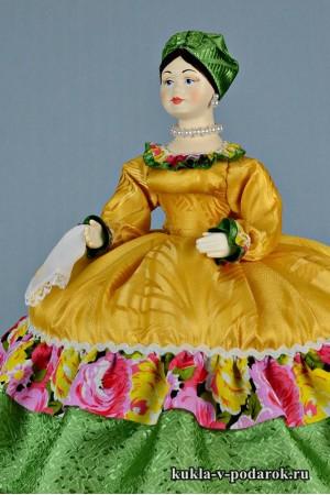 фото Купчиха на чайник кукла в золотом наряде