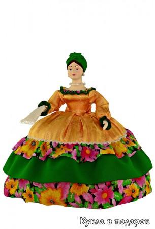 Купчиха на чайник кукла с платочком в руках