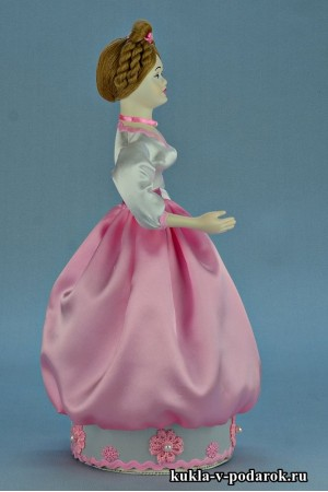 Фото красивая шкатулка кукла в розовом платье