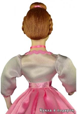 Фото красивая кукла шкатулка. Вид со спины