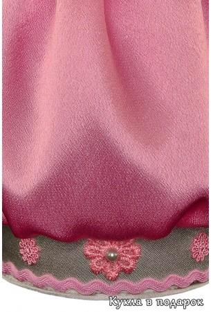 Красивая ткань и детали отделки куклы шкатулки