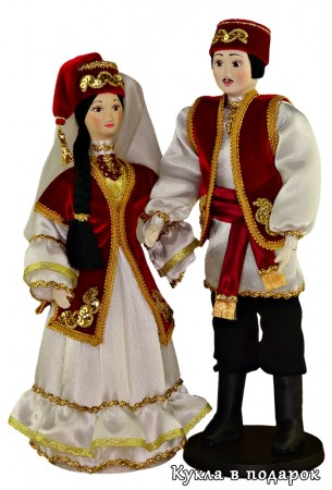 Недорогой подарок сувенирная кукла из фарфора