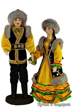 Красивый национальный костюм на башкирской кукле