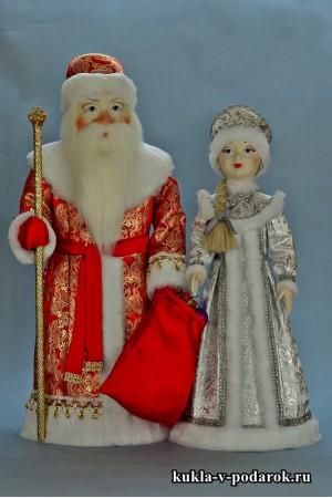 Дед Мороз в красном с золотом, Снегурочка в серебристом
