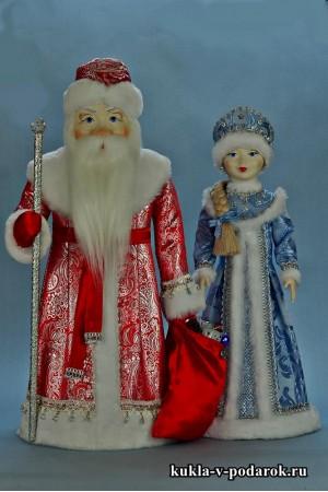 Дед Мороз в красном с серебром, Снегурочка в голубом