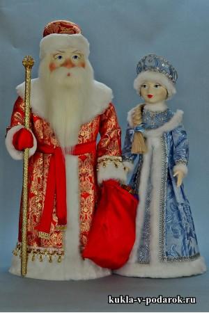 Дед Мороз в красном с золотом, Снегурочка в голубом