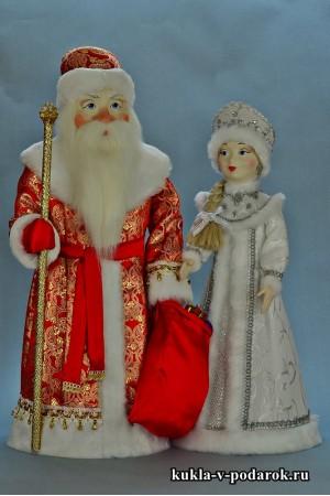 Дед Мороз в красном с золотом, Снегурочка в белом