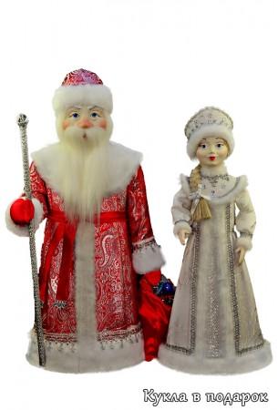 Дед Мороз в красном с серебром, Снегурочка в белом