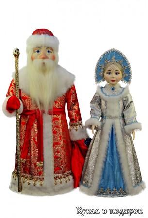 Дед Мороз в красном с золотом и серебристая Снегурочка
