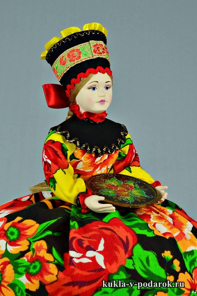 Кукла с жостовским подносом в руках