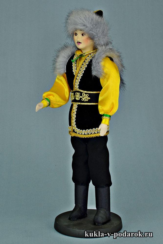 Мужчина башкир в национальном костюме