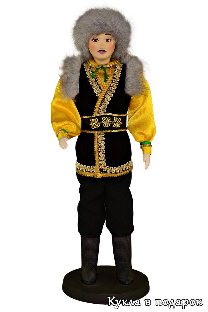 Мужчина башкир кукла в народной одежде