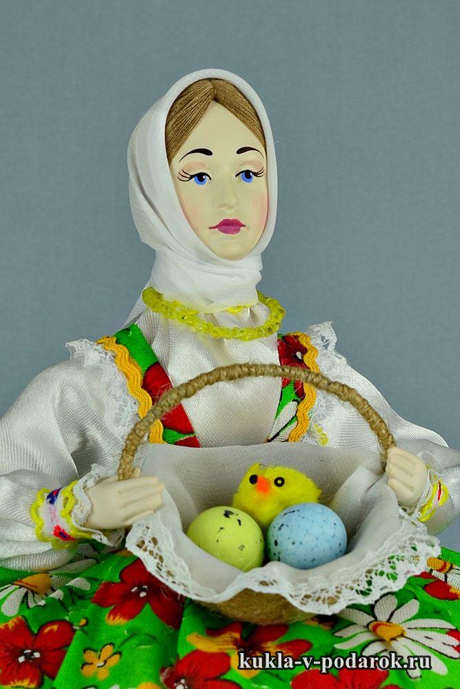 Подарок на Пасху кукла в зелёной одежде