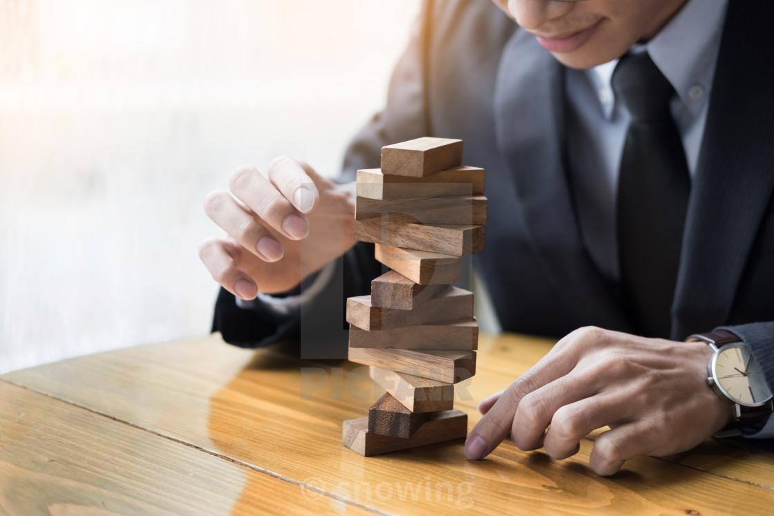 Бизнесмен и кубики